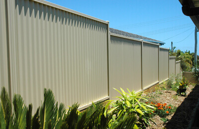 Does metal fencing reduce noise in your backyard? | ModularWalls