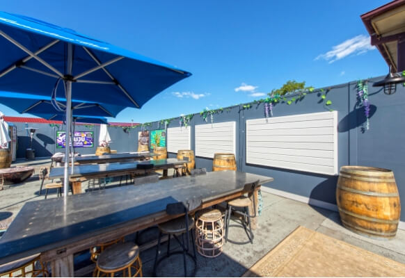 Noise Restrictions Solution for Upstairs at Fred's Rooftop Bar | ModularWalls