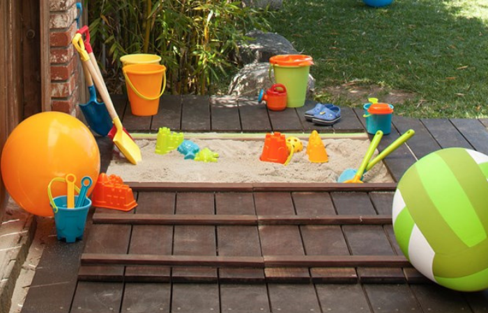 Create a backyard sandpit with lid