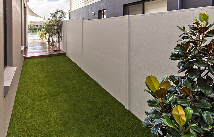 How Much Does it Cost to Put a Fence up? | ModularWalls