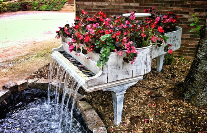 700x450-old-piano-turned-into-outdoor-water-fountain