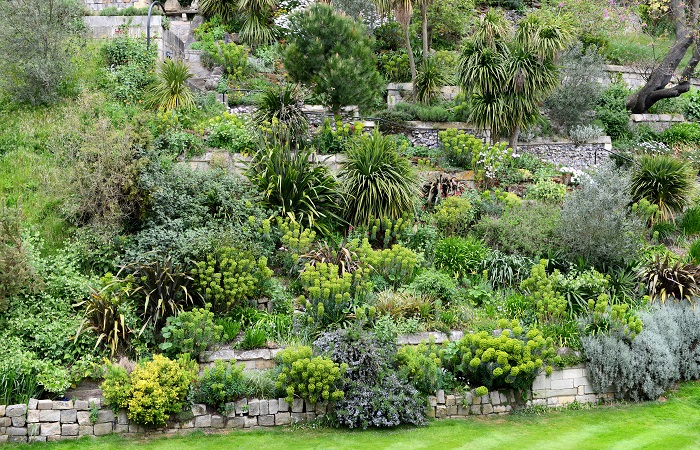 Design Trends of the Month - Sloping Blocks with Terraced Gardens | ModularWalls