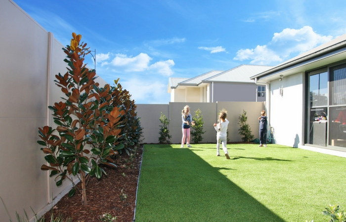 The backyard fence fighting for privacy in shrinking lots | ModularWalls