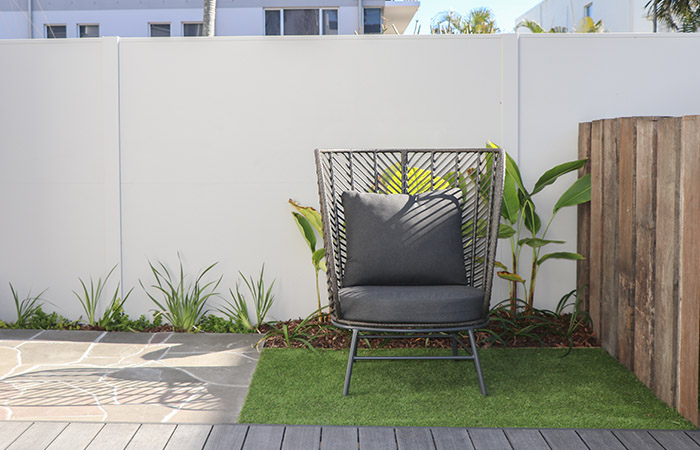 Andrew Winter TrendWall with Flush post tops and integrated retaining wall