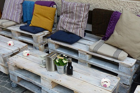 backyard_party_outdoor_seating