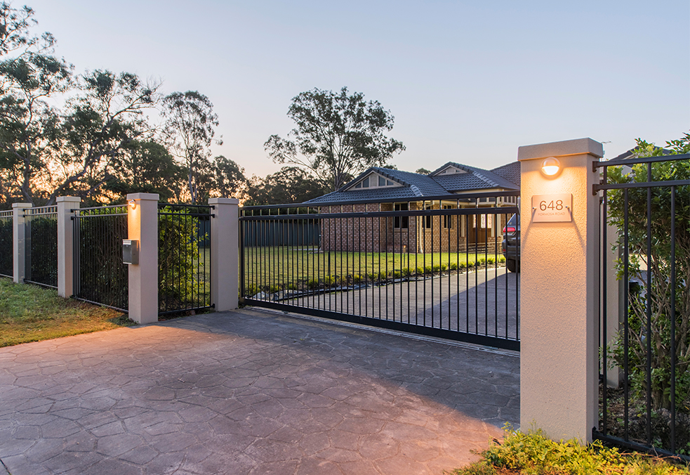 Residential Front Walls and Gates | ModularWalls