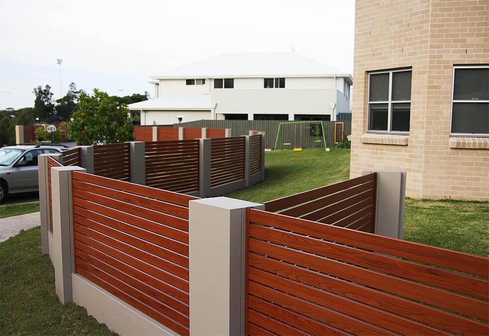 Boundary wall with slats