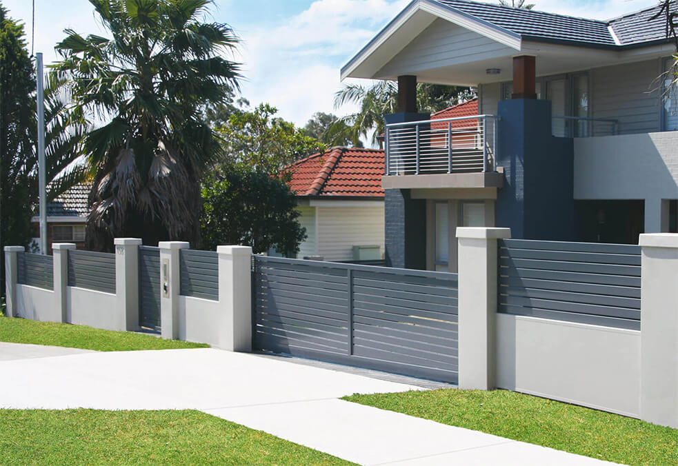 Front wall with 600mm slats and custom driveway gate