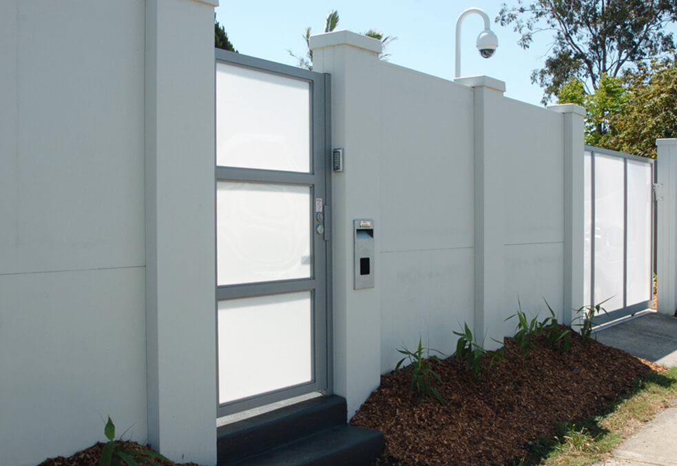 Front wall with external capping and custom pedestrian gate