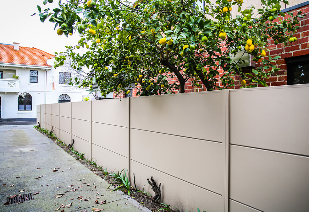 Boundary wall with specialised ModularWalls expressed joint