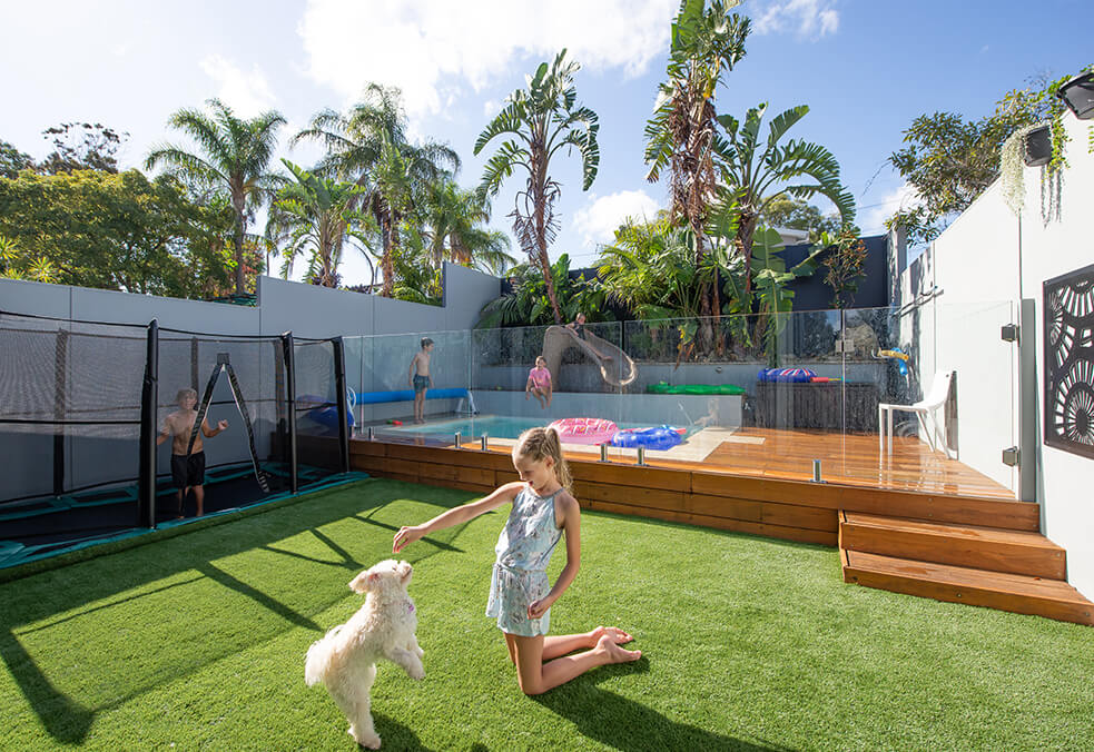 Dividing wall with integrated retaining for duplex backyard designed for kids!