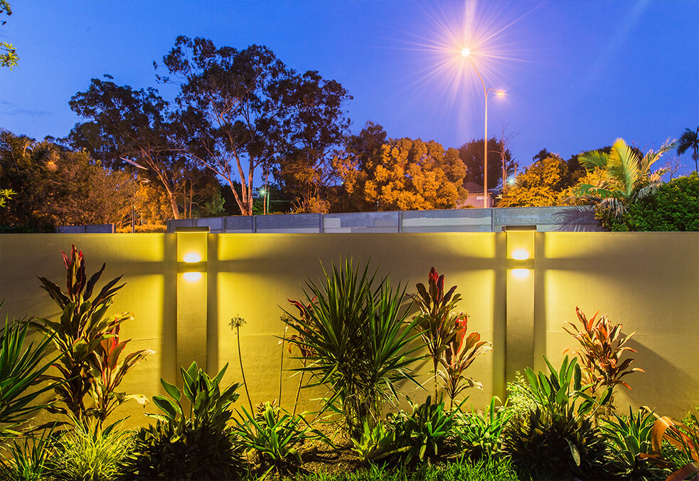 Boundary wall with integrated lighting